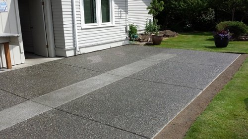 Exposed Aggregate with pervious concrete insert built in patio drainage (r)